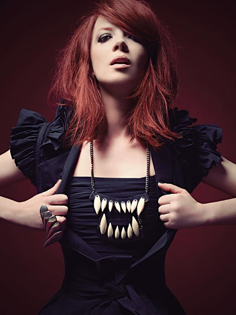 shirley-manson-and-maria-francesca-pepe-teeth-necklace-gallery